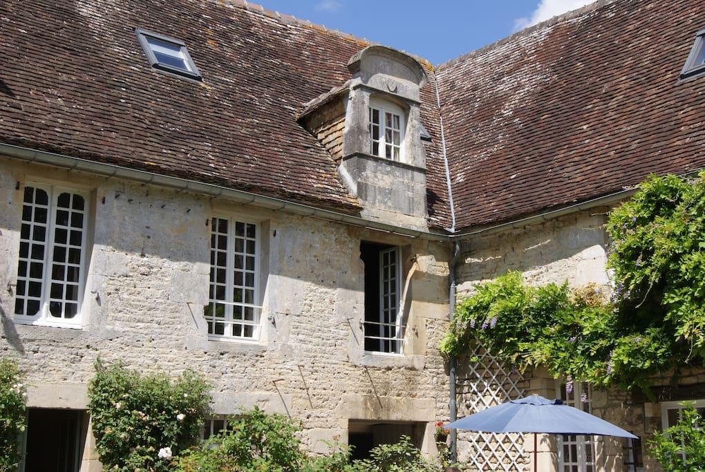 """Les fenêtres de la Suite """"Dumont d'Urville"""" du Manoir de La Pataudière"""
