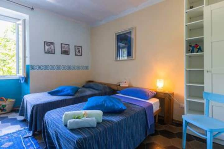 Room near Albenga (BLU)