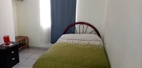 Depa amueblado WiFi zona sur Irapuato con cochera