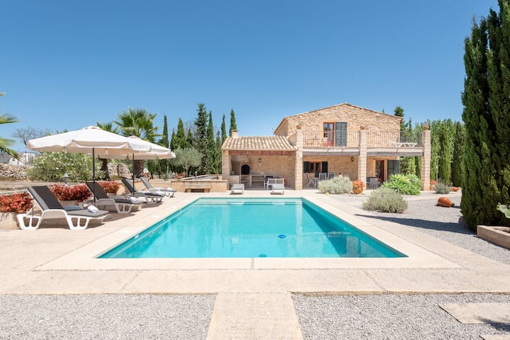 Charming Holiday Home Ses Eres in the Northeast of Mallorca with Mountain Views, Private Pool & Barbecue Area