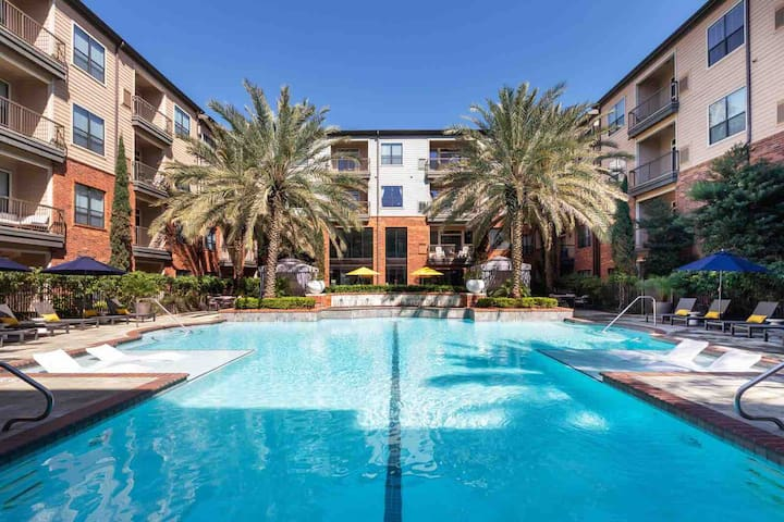 PEACEFUL/POOLVIEW Apt in Heights Houston 2BE/2BA