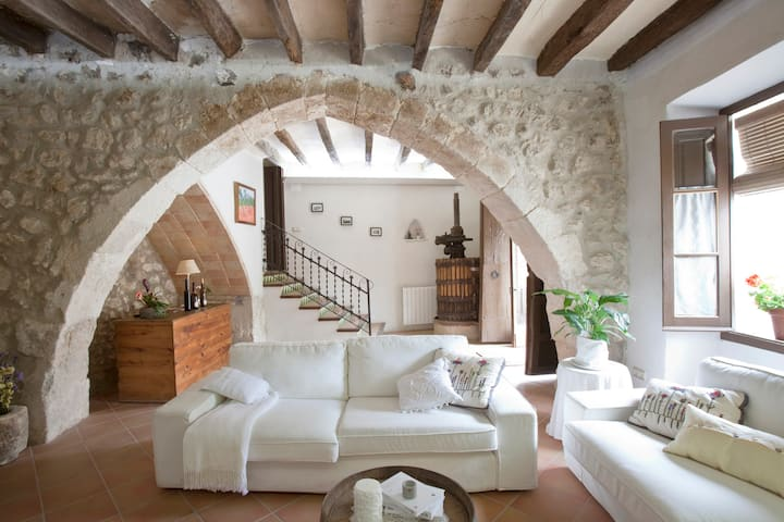 Modern Cottage in Wine Area (35km from Barcelona)