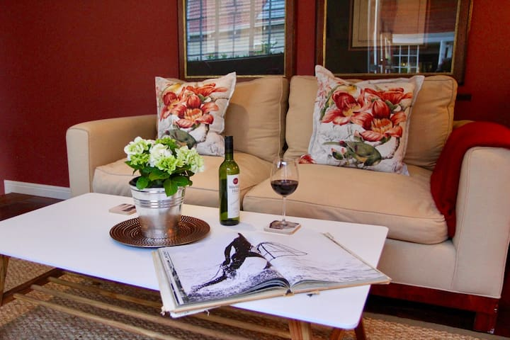 The Dream Cottage, in trendy Parkhurst, Jo'burg - Randburg - Bungalow