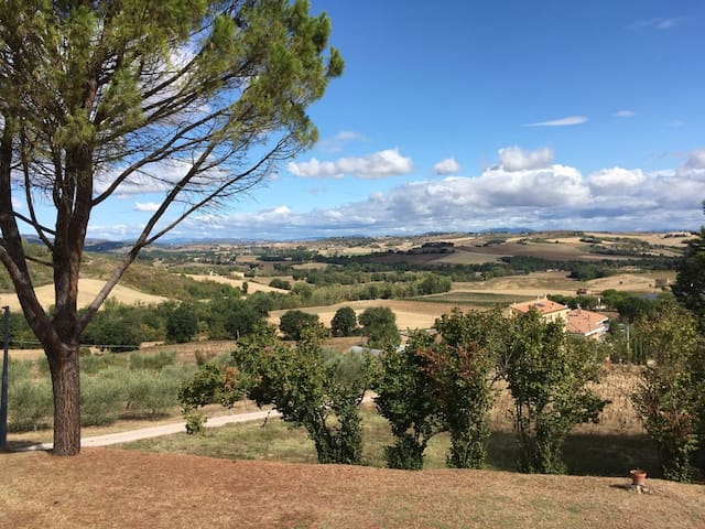 La vista dal giardino sulle colline umbre, the view of the Umbrian hills from the garden