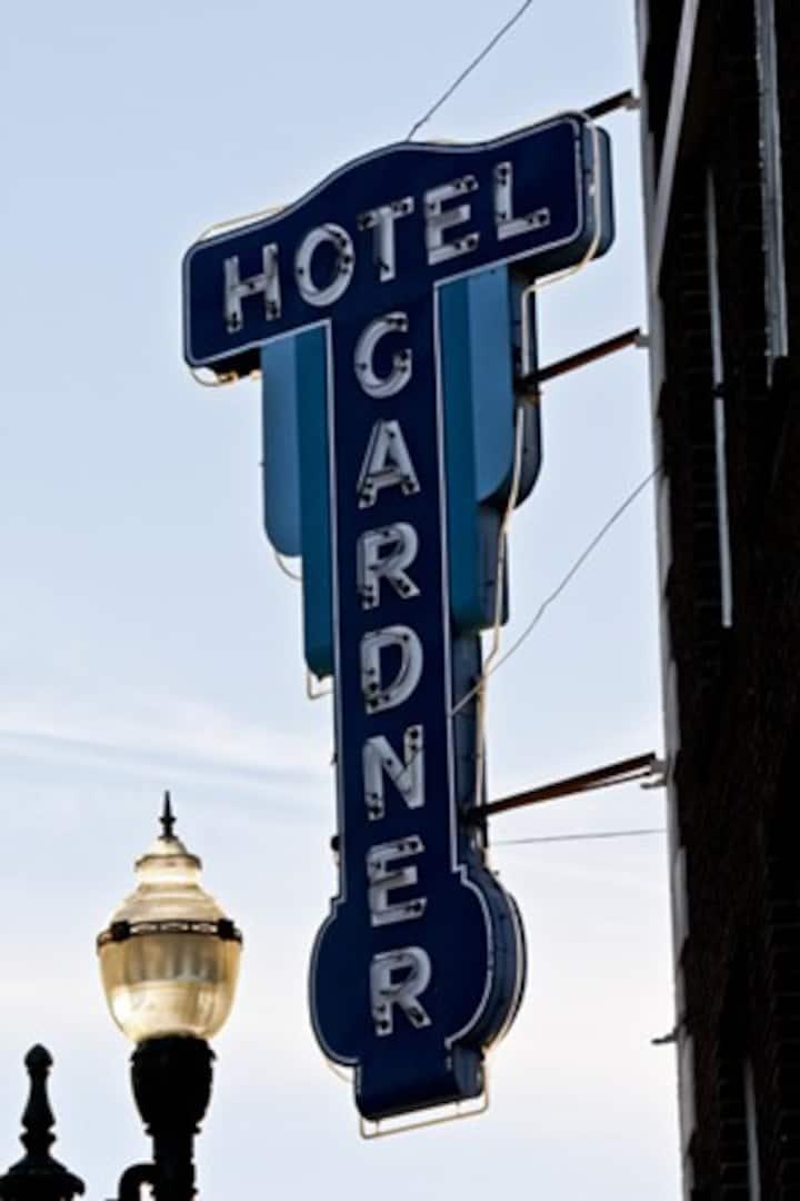 Gardner Hotel & Hostel