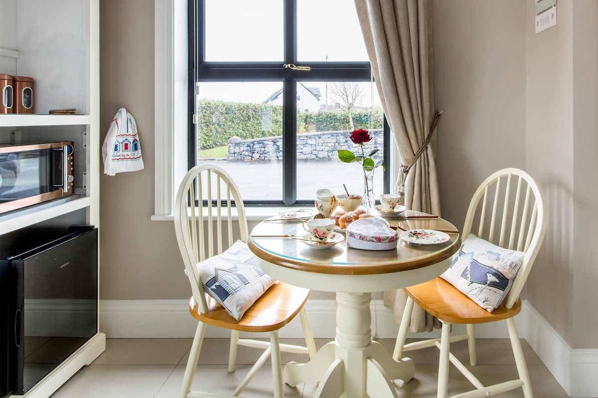 Elegant Tranquil Guest Suite Galway Bay by the Sea