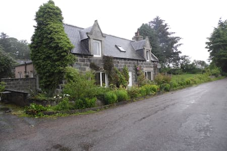 Country Cottage near to Huntly - Crossroads Garage
