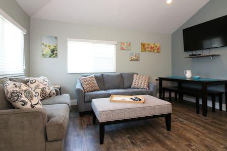 Fully Renovated House, Hot Tub, 2 blocks beach - San Diego