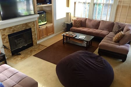 Private room in Napa/Sonoma Valley with wine! - American Canyon - 独立屋