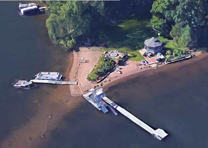 3 separate King bdrms Lakeside Close to Stillwater