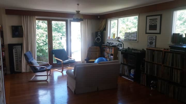 Funky Newtown, Warm, Tidy, Relaxed House. Bdrm 2