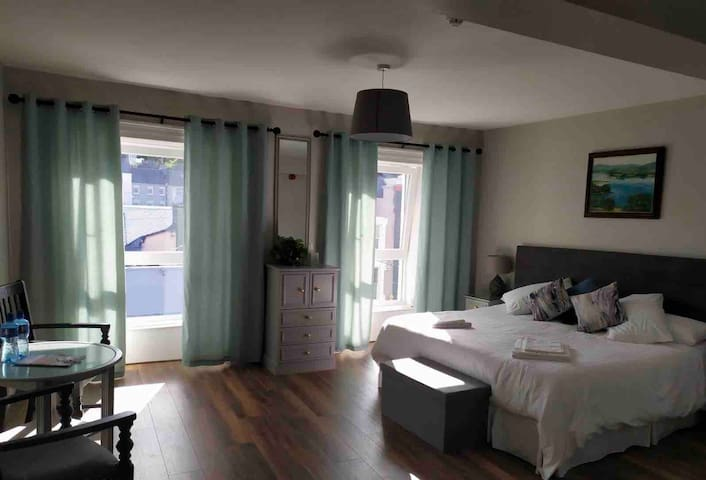 Ideally located Studio in the heart of Bantry