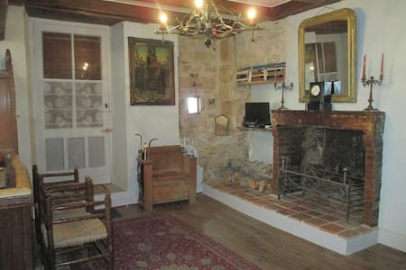 Step back in time,restored 17th century house - Verteuil-sur-Charente - บ้าน