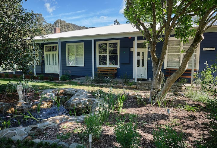 Edlin House - Mt Bogong Room - Superior