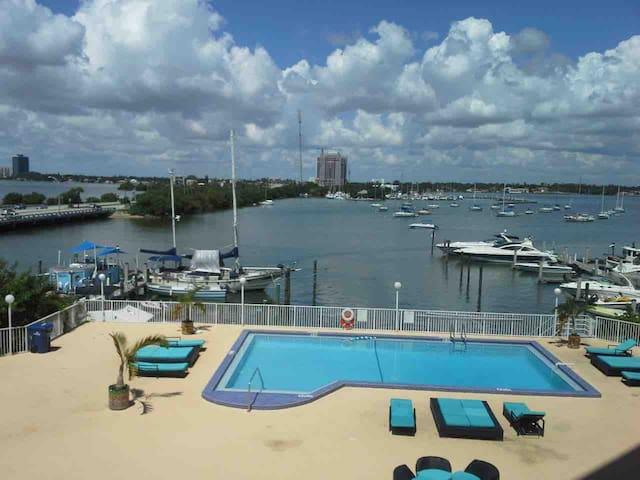 Beautiful Waterview Condo+Parking