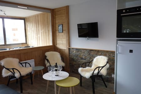 GRAND APPARTEMENT**** 43 m2 -6 PERS - 4 étoiles OR - Val Thorens - Byt