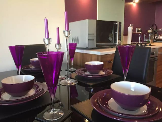 Large Apartment in City Centre - Private Parking
