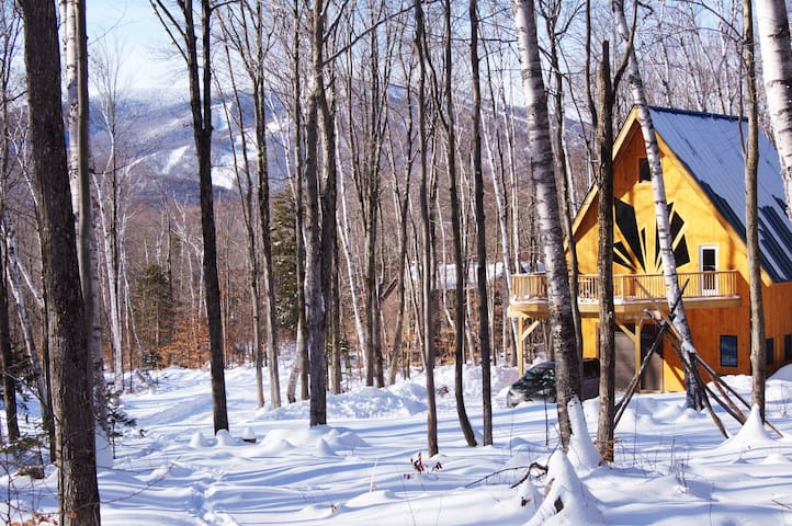 Artists Chalet minutes from Stratton Ski Resort