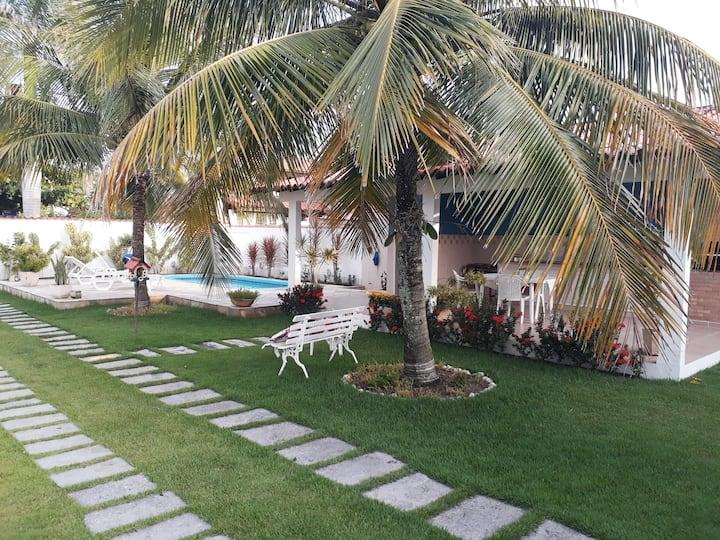 Casa 03 quartos, com piscina, pertinho da praia.