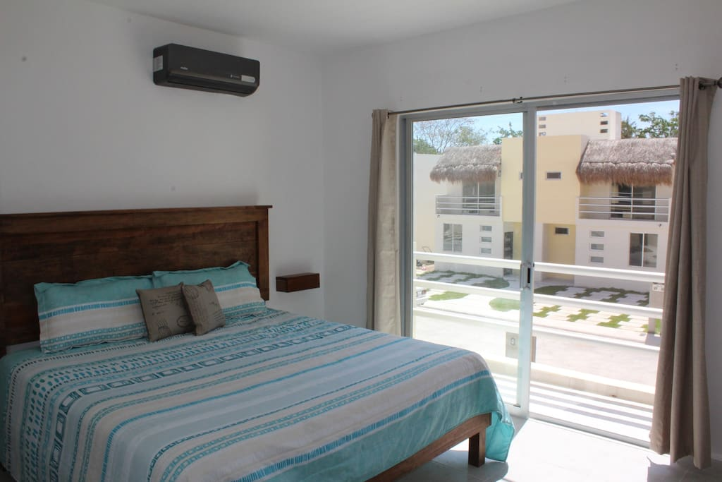 Master King bedroom with ensuite/walking closet and balcony