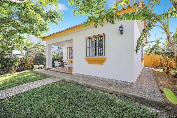 Holiday Home Los Paraisos 2 with Wi-Fi, Garden, Terrace & Shared Pool; Parking Available