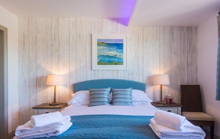 Master bedroom with kingsize bed and en-suite bathroom.