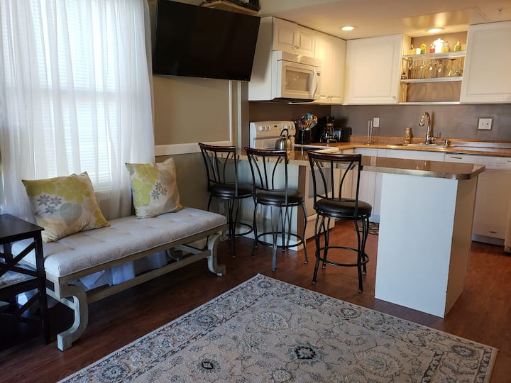 3 bed 2 bath condo just steps from the beach