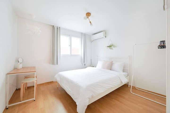 [Female Only]★2mins Hongdae stn★ Cozy house B4