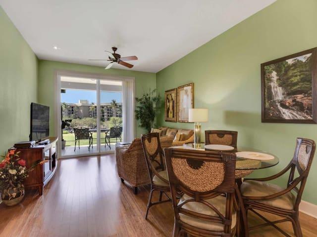 High-Style w/Lawn Off Lanai, Gourmet Kitchen, AC, WiFi, Laundry–Halii Kai Waikoloa 4C