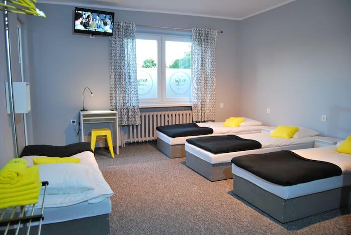 Loft18 Hostel - pokój 6-cio osobowy we Wrześni