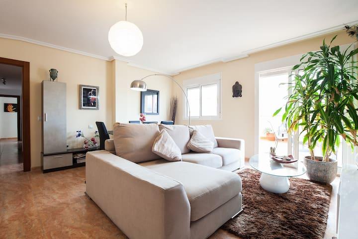 Luminoso ático con magnifica vista. - Almería - Casa particular