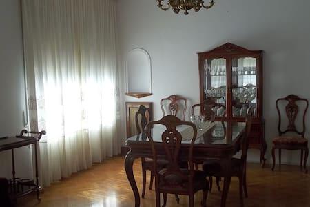 "Apartamento estilo ""velvet"" en el centro histórico - Tremp - (ไม่ทราบ)"