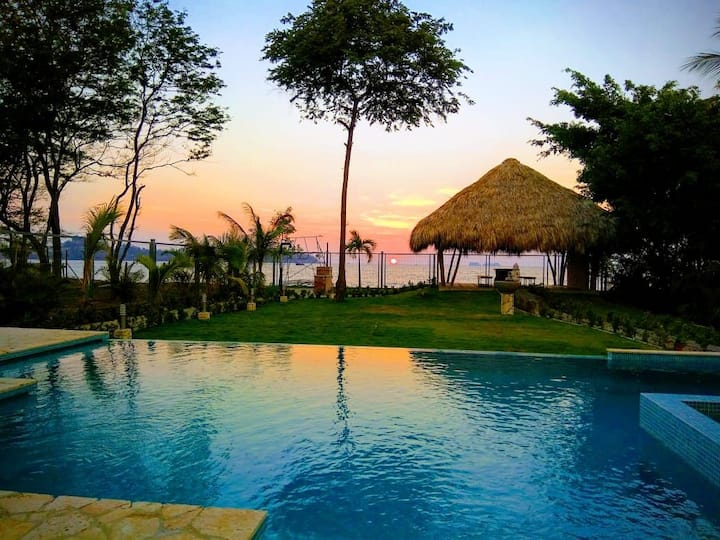 Luxury Beach front 3 bed for up to 8 piso1
