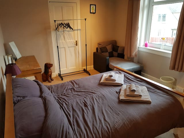 Large double room in a family home