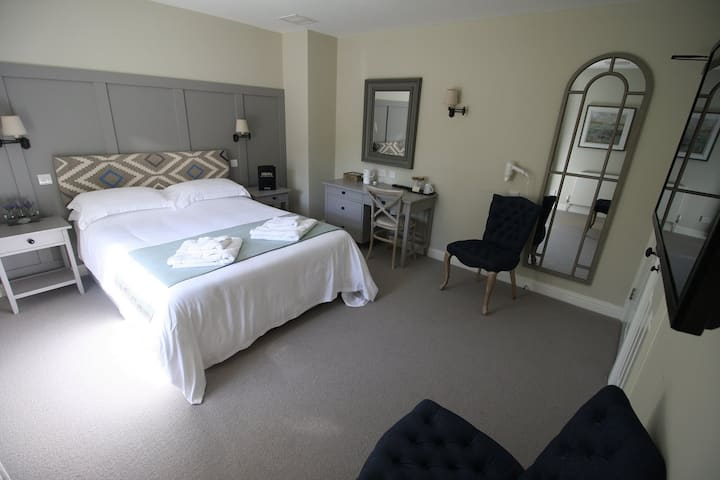 Double Ensuite Room @The Tawny Owl
