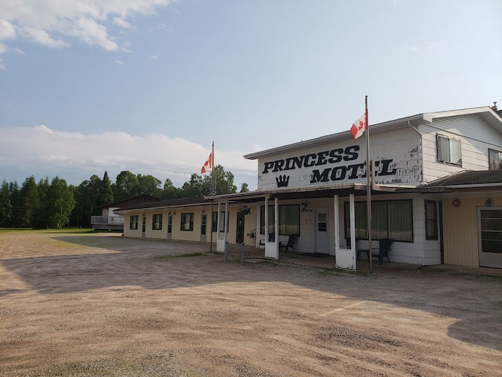 Rooms in Trout Creek