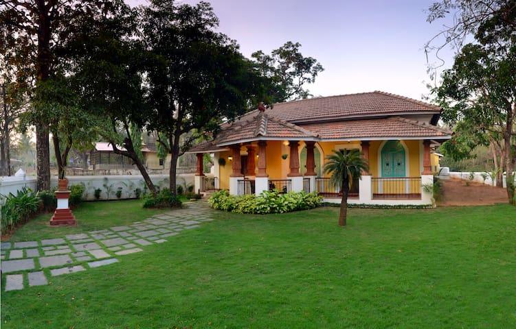 4BHK Portuguese Villa in Chorao,Goa - Ribandar - Casa de campo