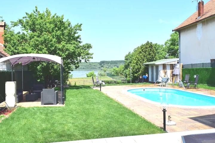 Private Luxury Danube Vila Mila, pool,sleeps 15