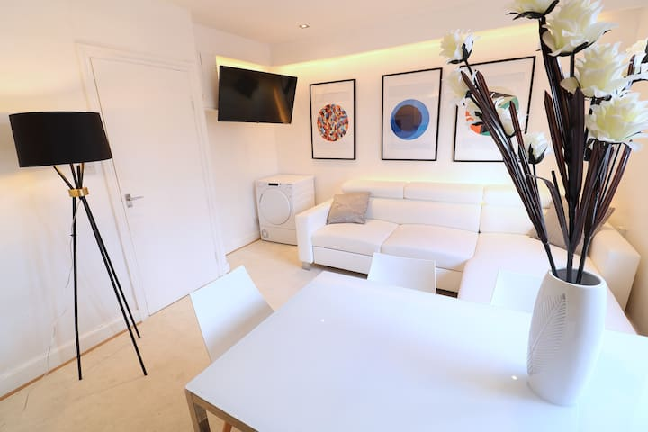 NEW 2x Bedroom Apt by Clapham North Station