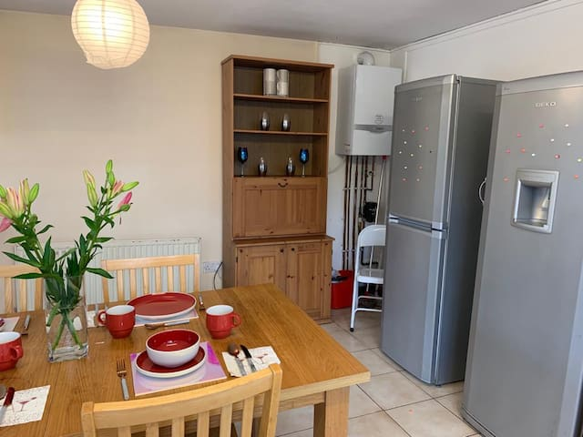 Single Room in a super nice house in Cowley