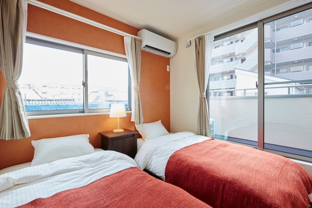 Air conditioning/Comfortable 2single bed/balcony/closet/window/heating/