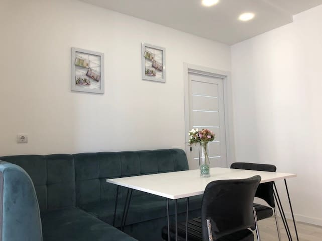 LUXURY 2 ROOMS APARTMENT ON LINCOLN 6A