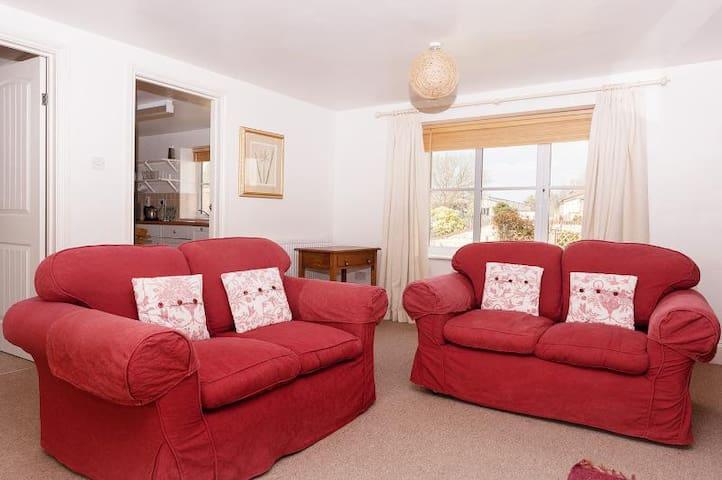 Quiet and comfortable cottage in Ibberton, Dorset