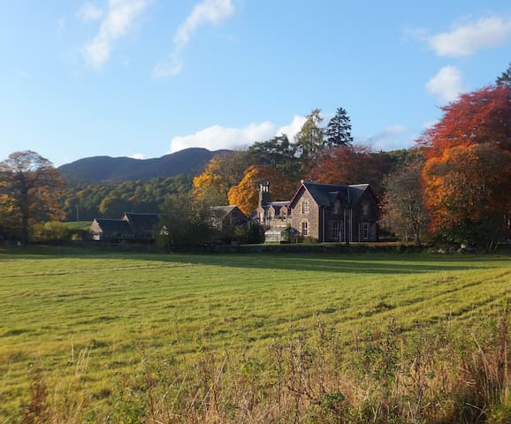 B & B in a traditional Perthshire farmhouse.