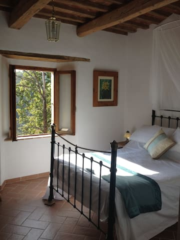 Second bedroom with double bed and views onto Monte Vettore