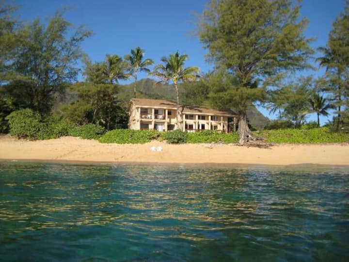 Amazing Beachfront 4 bedroom home. Special rates.