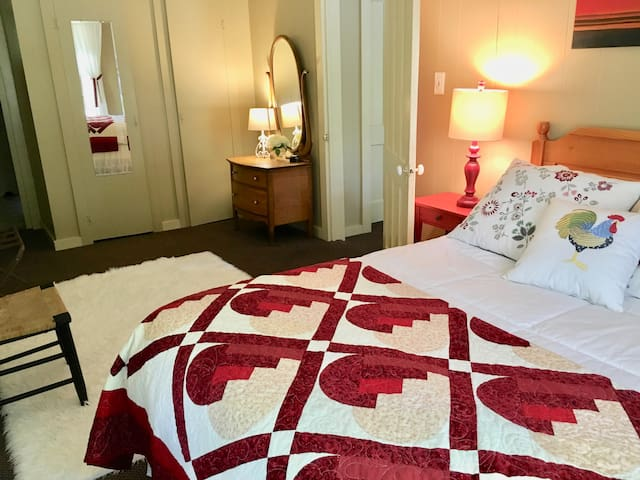 2 room suite, private bath, use of Inn