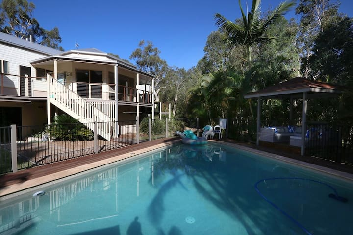 NEW Noosa Gums, the ultimate luxury family escape! - Cooroibah - บ้าน
