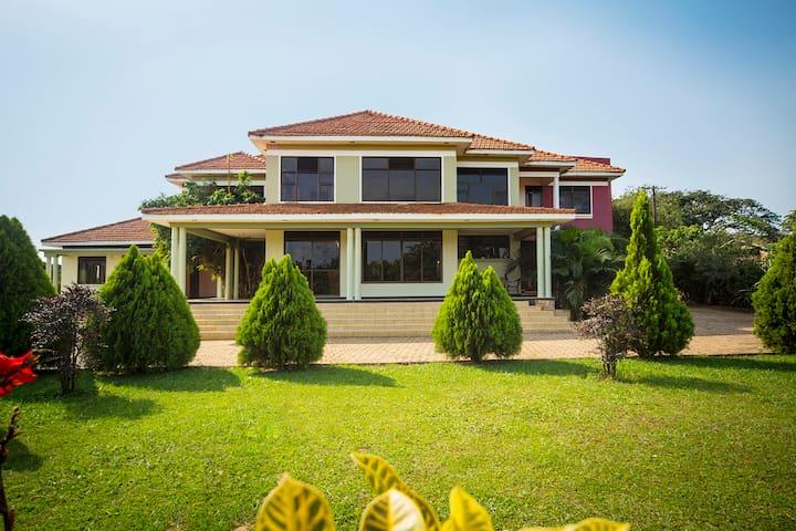 Bwerenga Villa - Kampala - Bed & Breakfast