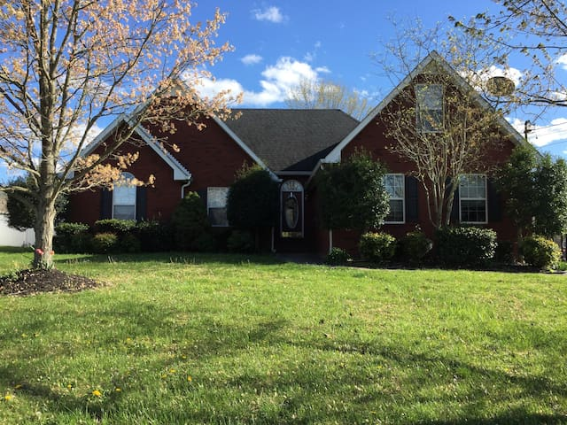20 min from downtown Nashville - Smyrna - House